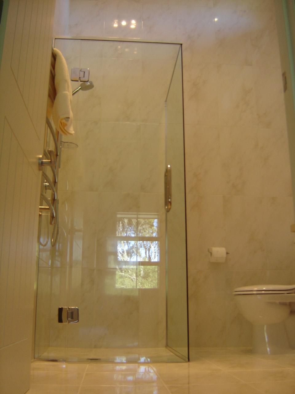 Bawden Rd Shower3
